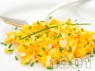 Рецепта Бъркани яйца с извара и див чесън